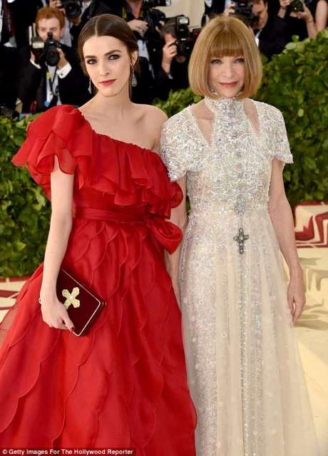 anna wintour and bee.jpg