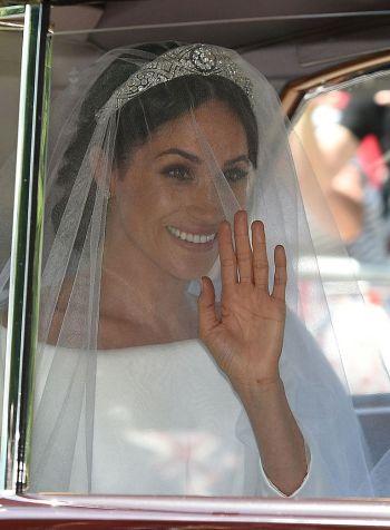 hbz-meghan-markle-wedding-dress-gettyimages-960049528-1526728952.jpg