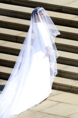 hbz-meghan-markle-wedding-dress-gettyimages-960050434-1526728987.jpg