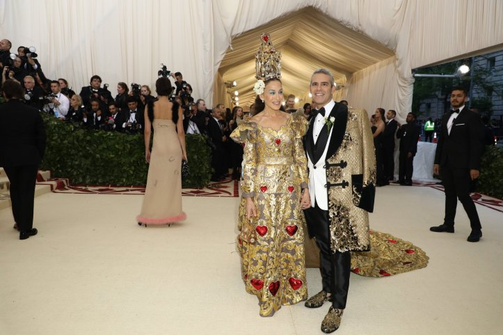 red-carpet-met-gala-3371-sarah-jessica-parker-and-andy-cohen-superJumbo.jpg