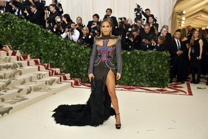 red-carpet-met-gala-4068-jennifer-lopez-superJumbo.jpg